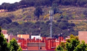 Antena telefonia mobil carrer Rubio i Lluch Sant Boi